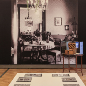 """Foto: Ansicht der Ausstellung """"Der Wohnung geht es gut"""". Die Freuds in der Berggasse 19, © Oliver Ottenschlaeger, Sigmund Freud Privatstiftung"""