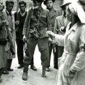 David Hurn János Mesz, einer der Anführer der Aufständischen bei den Kämpfen in der Corvin Passage, Budapest 1956 © David Hurn