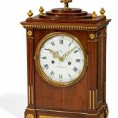 Klassizismus Stutzuhr Um 1780 – 1795 Gehäuse: David Roentgen Manufaktur – zugeschrieben Taxe: 12.000 – 15.000 Euro