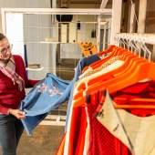 In der interaktiven Ausstellung USE-LESS lässt sich die Entstehung ressourcenschonender Mode entlang des textilen Kreislaufs erleben. Foto: LWL / Betz