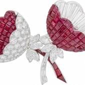 Blütenbrosche Platin, Rubine in unsichtbarer Fassung, Diamanten Van Cleef & Arpels Paris, 1964 Van Cleef & Arpels Collection