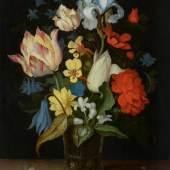 A164 / 3061 JOHANNES VAN DER AST (vor 1593-1618 oder kurz danach) Blumenstrauss in einer Glasvase auf einer Tischplatte mit Schmetterling. Öl auf Holz. 30,6x23 cm.  CHF 100 000 / 150 000