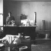 Walter Pichler im Atelier, 1963 Silbergelatineabzug Nachlass Walter Pichler Foto: Barbara Karban