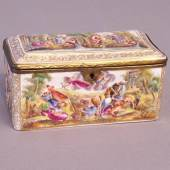 "Capodimonte high relief, hand painted porcelain hinged box with overall pastoral decoration, including putti; gilt ormolu fittings with lock, marked: Crowned ""N"" verso. Naples, Italy, c 1890. 6 1/2 inches L X 3 and one half inches D X 3 and one quarter inches. Bildmaterial: www.oneofakindantiques.com"