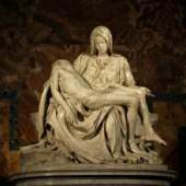 Michelangelo Buonarroti (1475 bis 1564), Pietà (Detail), 1499/1500, Marmor, Petersdom Rom; Bildnachweis: Stanislav Traykov, Edited version (cloned object out of background); wikimedia commons GFDL
