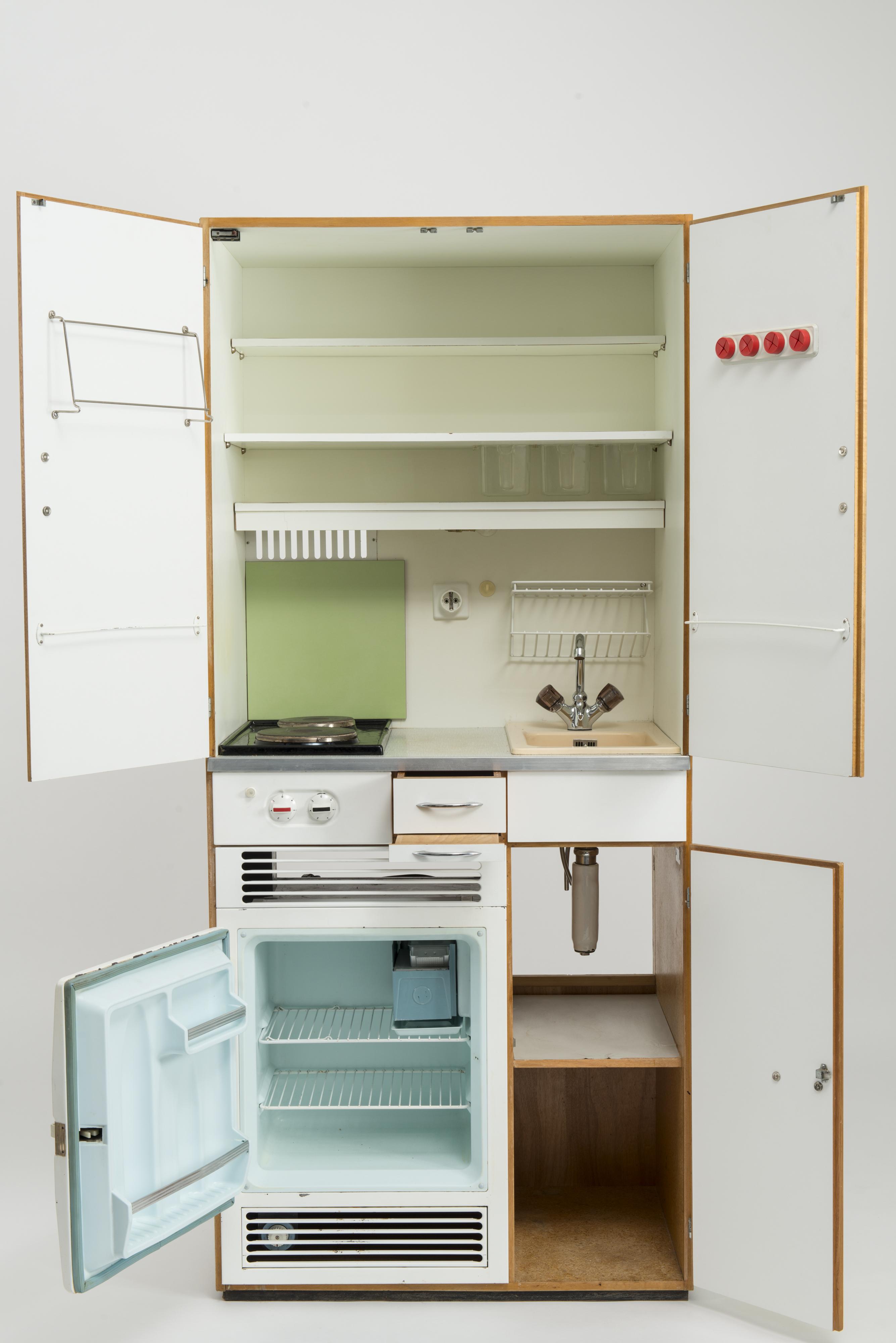 Hofmobiliendepot | Küchen • Möbel - Design und Geschichte | findART ...