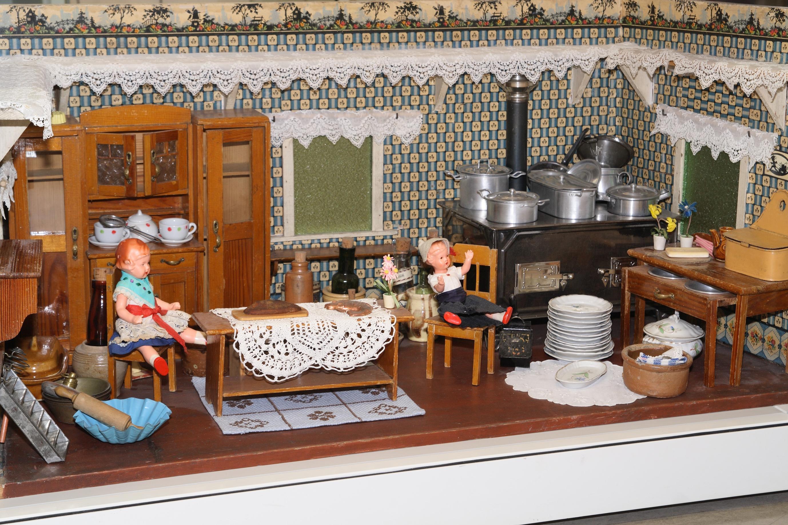Küchen ausstellung wien  Kinder   Großmutters Küchenuhr & Pralinenworkshops   findART.cc alte ...